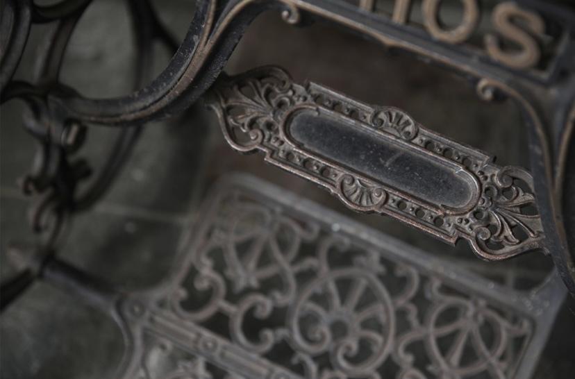 アンティークミシン カバー付き 鍵付き ミシン脚 ATHOS 初出し テーブル ミシン フレンチアンティーク_b0179814_16594064.jpeg