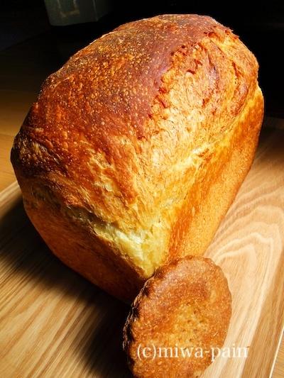 塩見の食パンが凄いことがバレている_e0197587_11382548.jpg