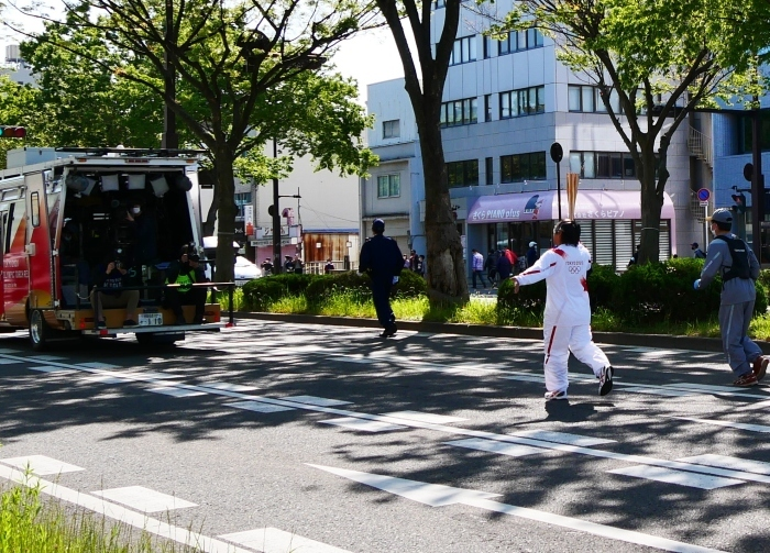 聖火が走る和歌山市けやき大通り  2021-04-11 00:00_b0093754_17041163.jpg