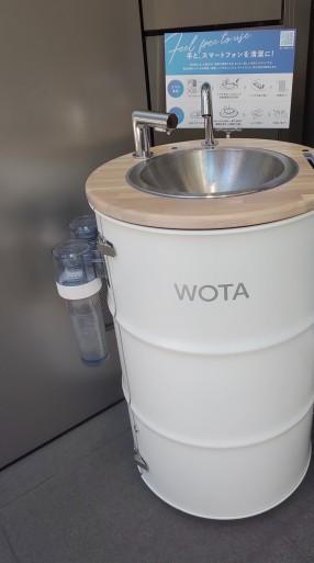街中で見かける、手洗いスタンド「WOTA」…パンダも手洗い活動を応援。_b0096957_19150154.jpg