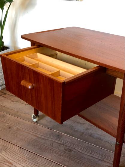 Sewing table_c0139773_15165633.jpg