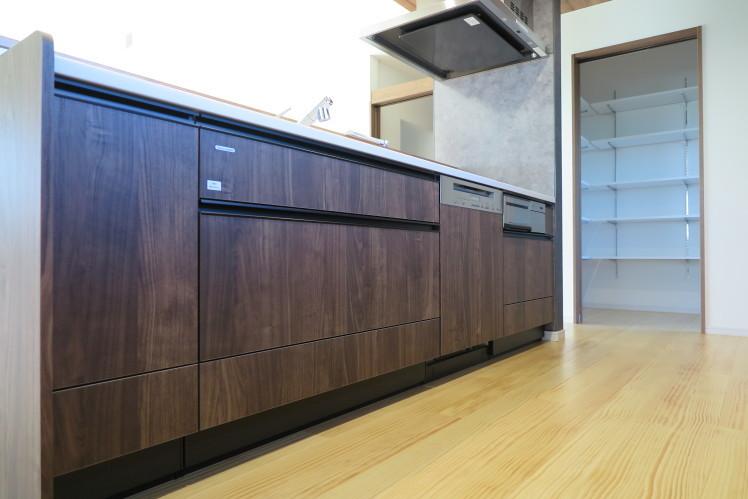 キッチンに美しく溶け込む、タイムレスな食器洗い機。★タカラスタンダード取付事例_c0156359_09314875.jpg