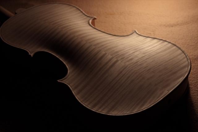 新作ヴァイオリン、ホワイトでご紹介_d0047461_13000801.jpg