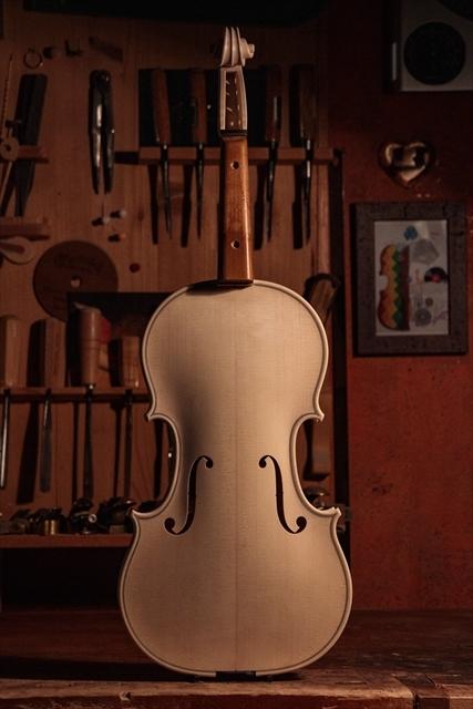 新作ヴァイオリン、ホワイトでご紹介_d0047461_13000827.jpg