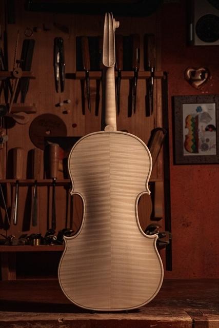 新作ヴァイオリン、ホワイトでご紹介_d0047461_13000888.jpg