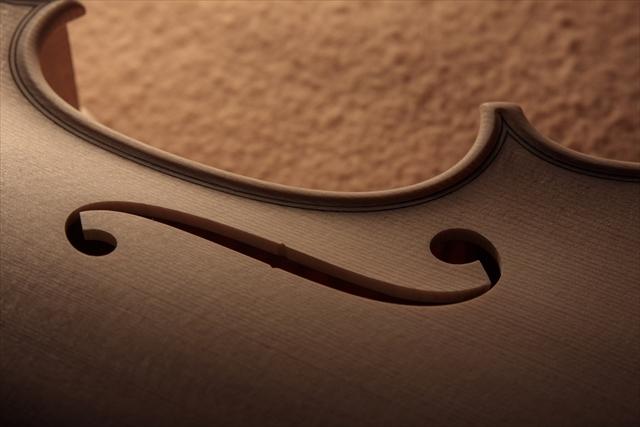 新作ヴァイオリン、ホワイトでご紹介_d0047461_13000895.jpg
