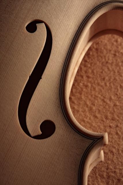 新作ヴァイオリン、ホワイトでご紹介_d0047461_13000995.jpg