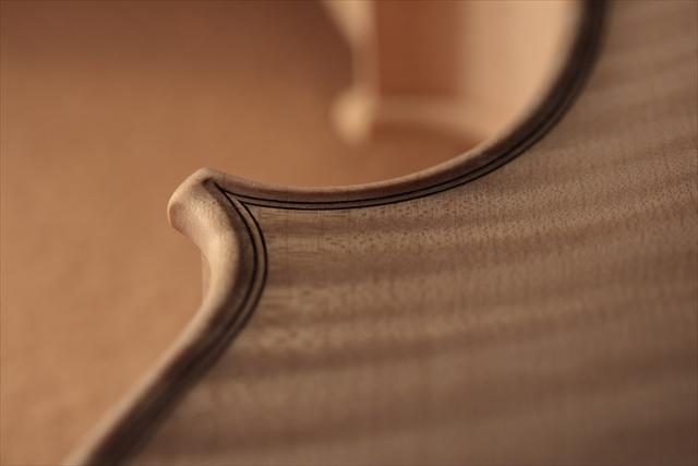 新作ヴァイオリン、ホワイトでご紹介_d0047461_13003820.jpg