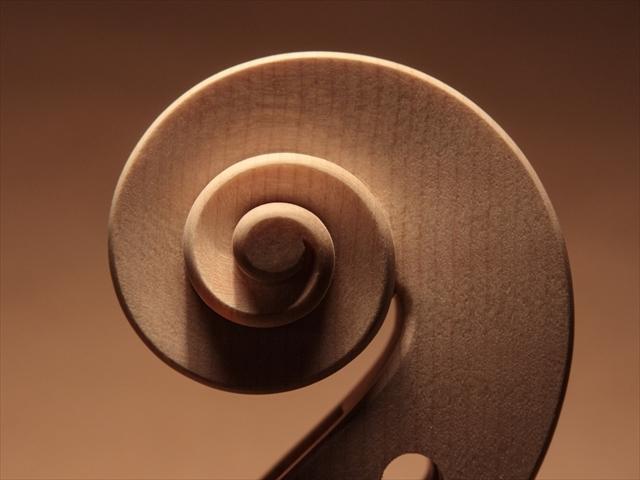 新作ヴァイオリン、ホワイトでご紹介_d0047461_13472574.jpg