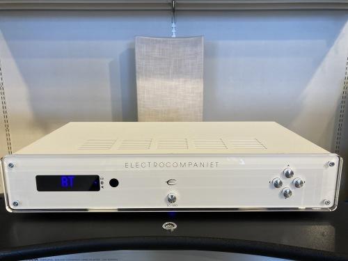 ネット動画とピュアオーディオの合体。お手軽プロジェクター& ELECTROCOMPANIET  ECI80D。 _c0113001_22164915.jpg