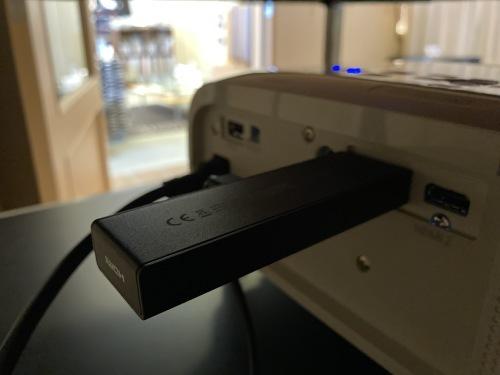 ネット動画とピュアオーディオの合体。お手軽プロジェクター& ELECTROCOMPANIET  ECI80D。 _c0113001_22194734.jpg
