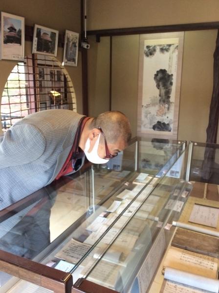 河合曽良の育った「大智院」から、御住職が「芭蕉の館」を訪れました。_f0289632_20200738.jpg