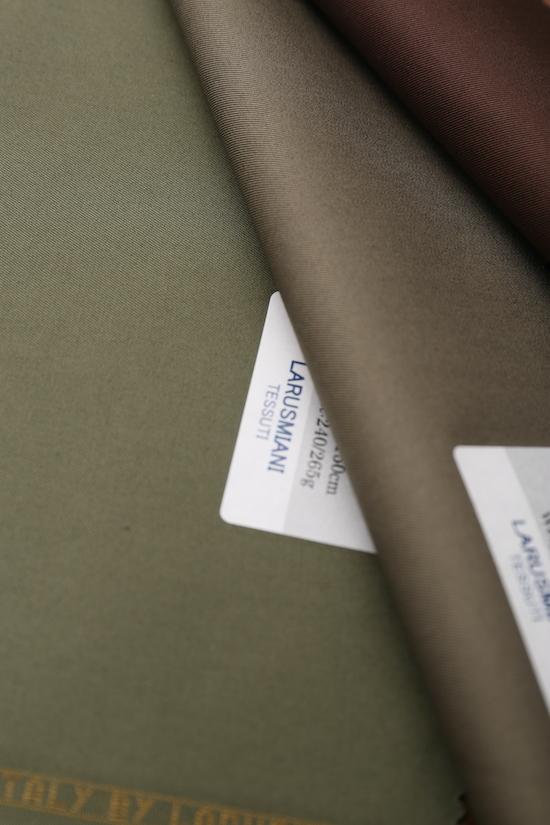 ツープリーツで裾幅太め・・_d0074607_20192327.jpg