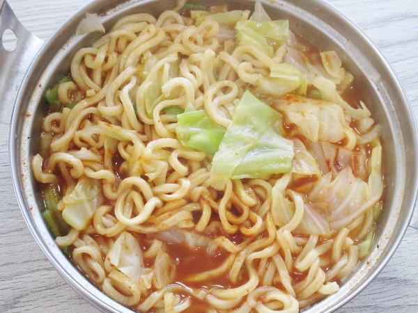 【日清食品】日清爆裂辛麺 極太激辛ラーメン_c0152767_19434978.jpg