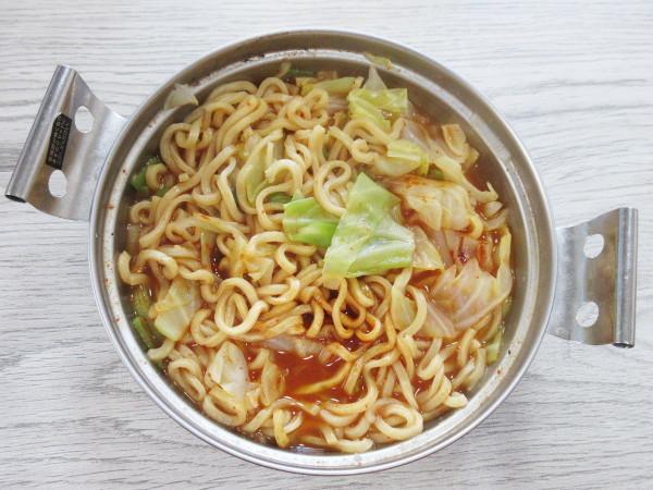 【日清食品】日清爆裂辛麺 極太激辛ラーメン_c0152767_19461830.jpg
