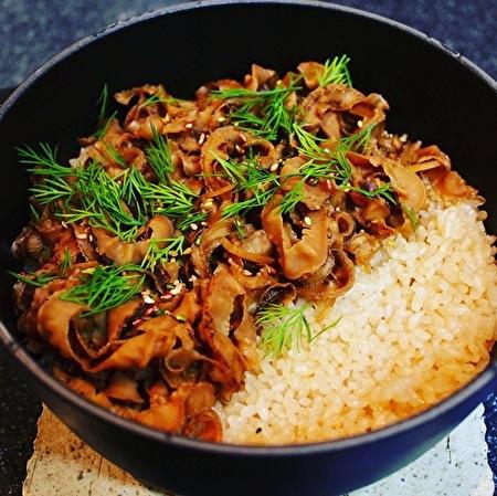 貝ひもの炊き込みご飯と渡り蟹の味噌汁_a0223786_14101373.jpg