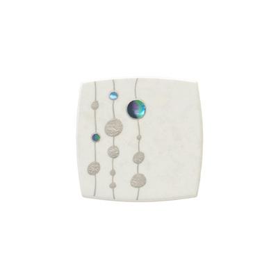 身につける漆 漆のアクセサリー ブローチ もち花 ミルキーホワイト 坂本これくしょんの艶やかで美しくとても軽い和木に漆塗りのアクセサリー SAKAMOTO COLLECTION wearable URUSHI accessories brooches Mochi Flower Milky white 少し丸みのある使いやすい形に銀箔を下地にしたオリジナルの上品な大理石調、和モダンなプラチナ箔と螺鈿の蒔絵はとても人気、和木に漆塗りのアクセサリーは軽くて着け心地が楽、バチカン付きでペンダントとしても素敵に使えるます。 #ブローチ #brooch #蒔絵のブローチ #もち花 #和モダン #MochiFlower #ミルキーホワイト #大理石調 #MilkyWhite #軽いブローチ #漆のブローチ