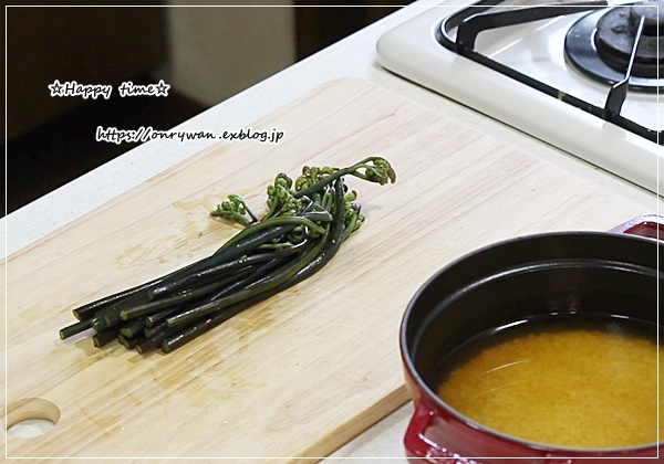 ストウブでわらびの炊き込みご飯おにぎり弁当♪_f0348032_15452459.jpg