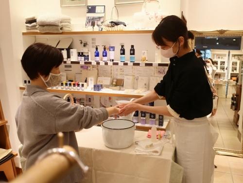 Neut SOAP の作者 荘子さんがご来店くださいました。_c0227633_21323527.jpg