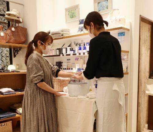 Neut SOAP の作者 荘子さんがご来店くださいました。_c0227633_21330161.jpg
