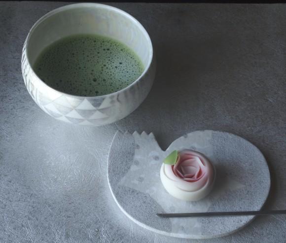 Luccichii展出品作品 高橋朋子さんの銀彩盌とまるまろ皿の組み合わせ_b0353974_23425014.jpg