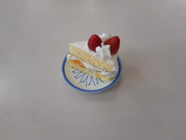 おやつレクリエーション いちごショートケーキを作りました_d0169948_14514897.jpg