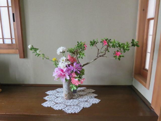 躑躅と皐月4月の花々を活ける_f0329849_15554950.jpg