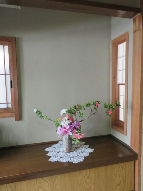躑躅と皐月4月の花々を活ける_f0329849_15570132.jpg