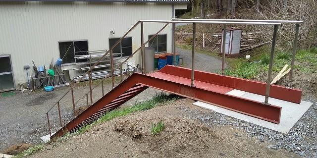 階段の取り付け工事_a0118461_11124836.jpg