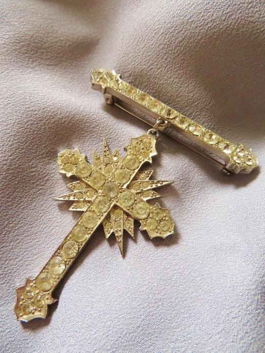 バトラー&ウィルソンの勲章型十字架ブローチ_e0074478_11312043.jpg
