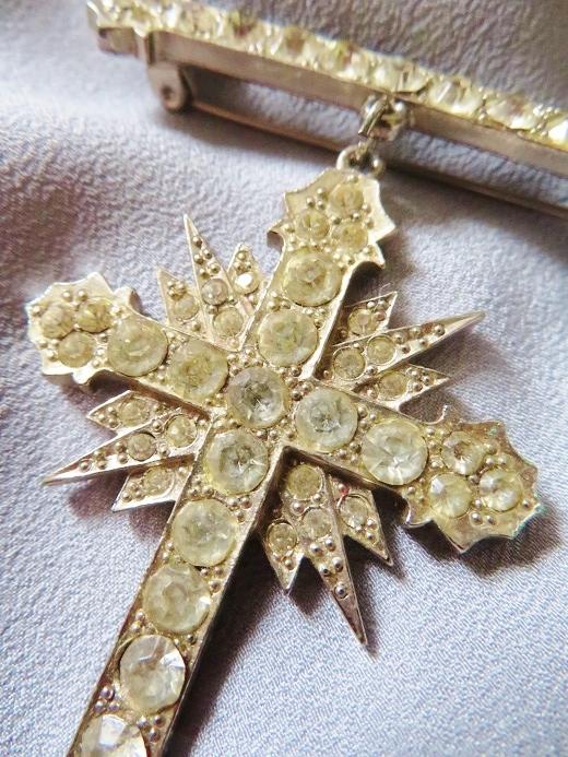 バトラー&ウィルソンの勲章型十字架ブローチ_e0074478_11322030.jpg