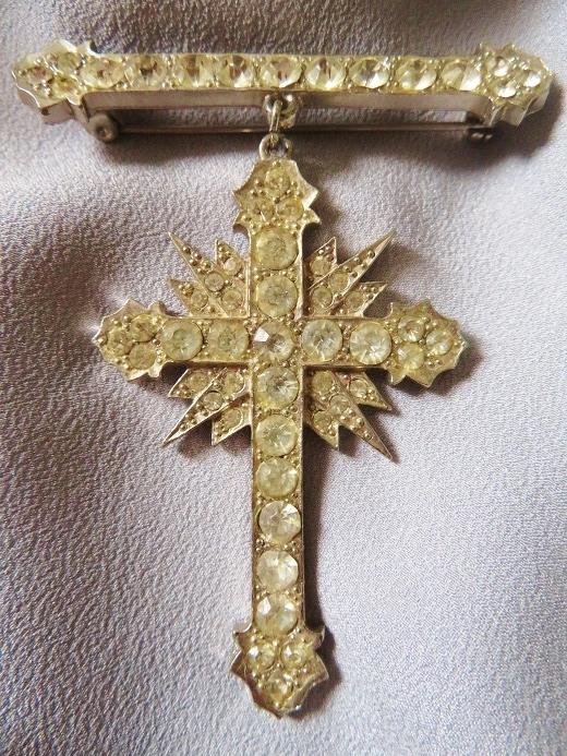 バトラー&ウィルソンの勲章型十字架ブローチ_e0074478_11322078.jpg
