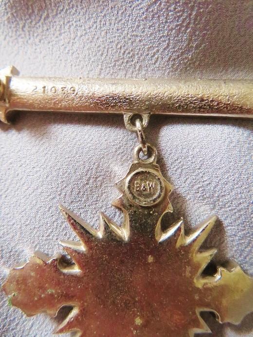 バトラー&ウィルソンの勲章型十字架ブローチ_e0074478_11322126.jpg