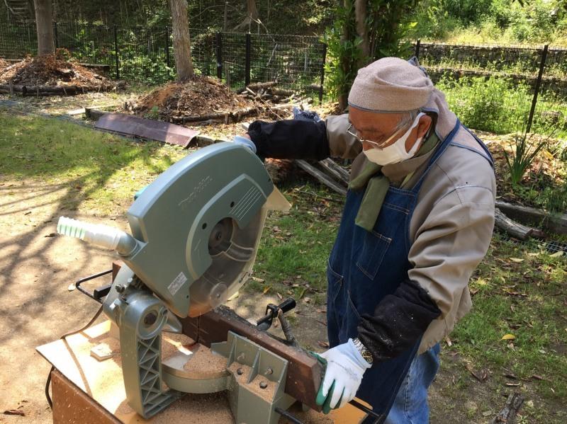 伐採木玉切りと薪置き場整理・・・自由活動日_c0108460_14505196.jpg