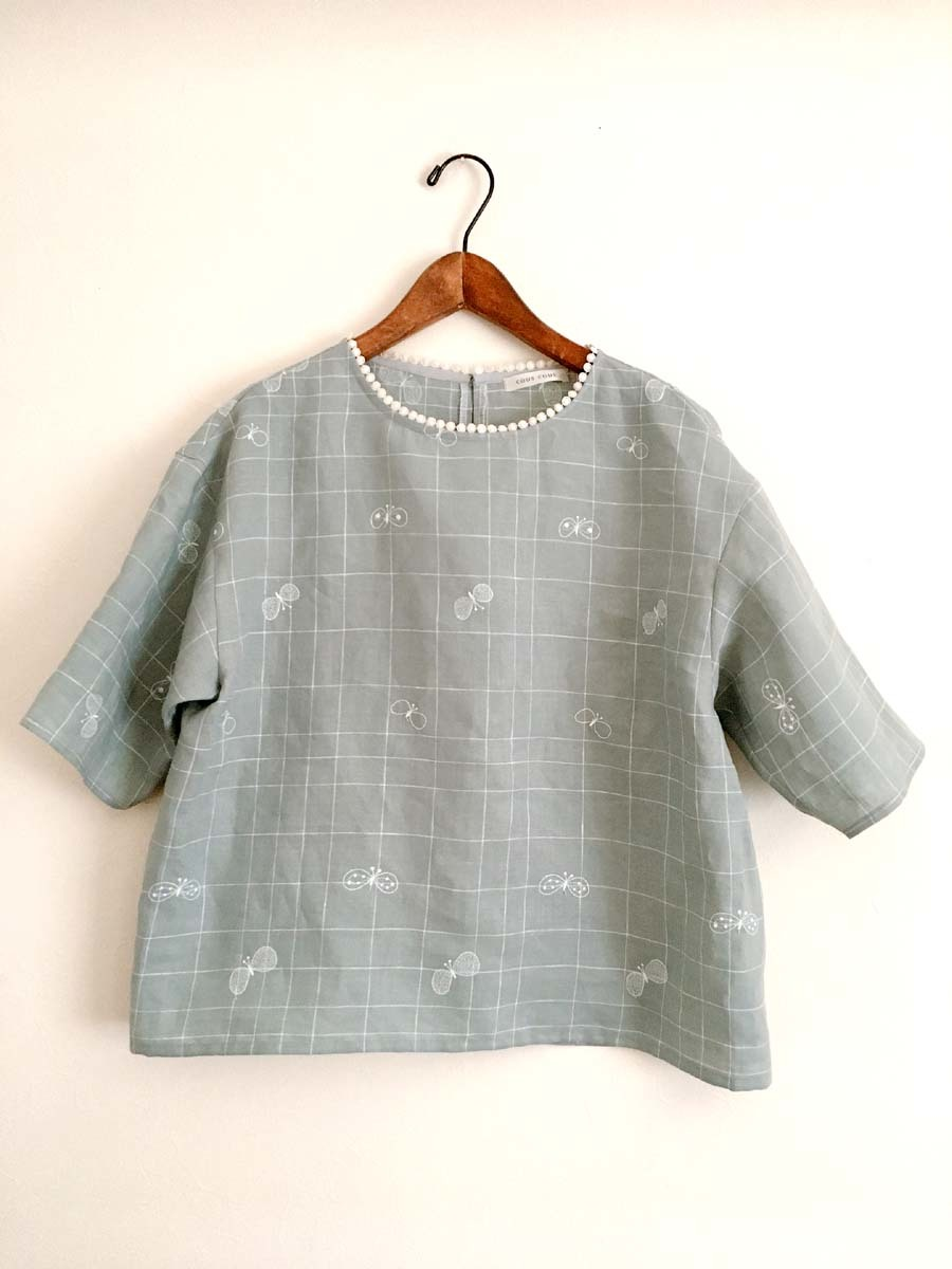 ミナペルホネン「choucho」チェックの衿ぐりレースブラウス_a0232169_13500217.jpg