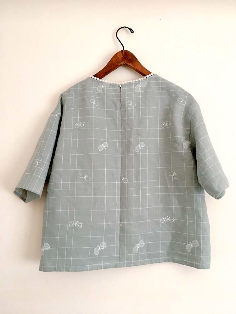 ミナペルホネン「choucho」チェックの衿ぐりレースブラウス_a0232169_13500238.jpg