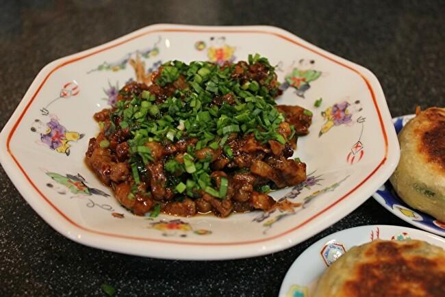 フライパンで中華風ネギ餅。材料は小麦粉と万能ネギ、塩とラードだけ。_a0223786_16555165.jpg