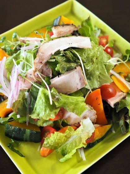 野菜サラダとハンバーグ_a0258686_08522906.jpg