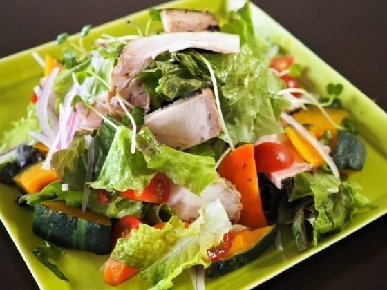 野菜サラダとハンバーグ_a0258686_08523091.jpg