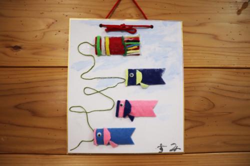 季節レク ~ 大空およぐ鯉のぼり色紙作品➀ ~_e0222340_17554163.jpg
