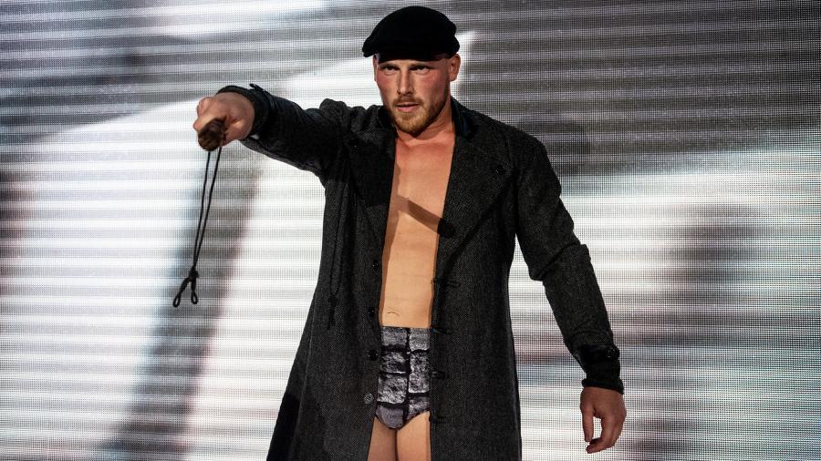 リッジ・ホーランドが怪我した足の写真を公開 - WWE Live Headlines