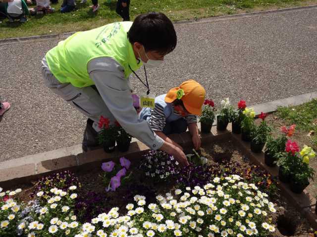 中川口緑地れいんぼーかだん花の植替(地域の方々との協働イベント)を行いました!_d0338682_08433168.jpg