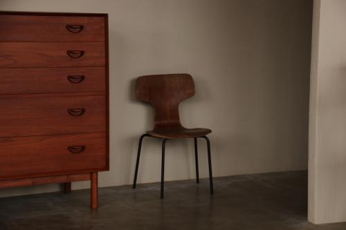 『Arne Jacobsen T3103 Children Chair』_c0211307_22114163.jpg