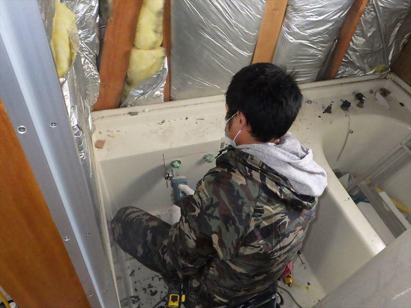 古い浴室のリフォーム工事_f0105112_04425551.jpg