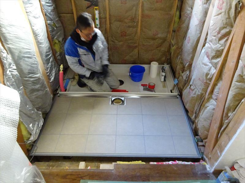 古い浴室のリフォーム工事_f0105112_04480193.jpg