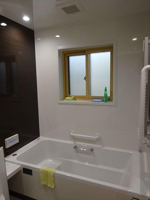 古い浴室のリフォーム工事_f0105112_04575830.jpg