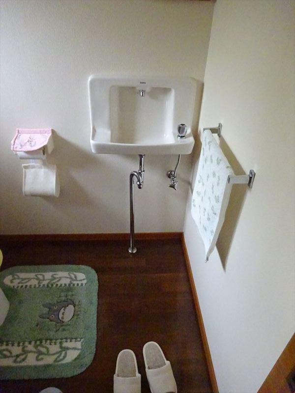 トイレのリフォーム工事_f0105112_05165343.jpg