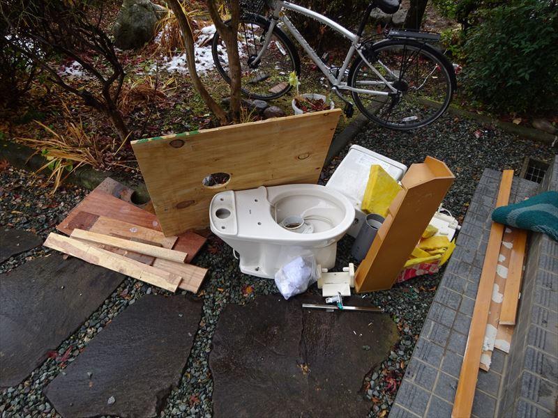 トイレのリフォーム工事_f0105112_05282840.jpg