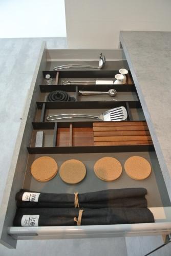 展示品食器棚のSALE 内部公開!_e0122666_15451342.jpg