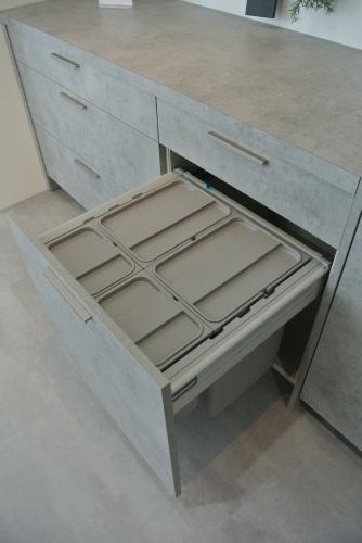 展示品食器棚のSALE 内部公開!_e0122666_15451559.jpg